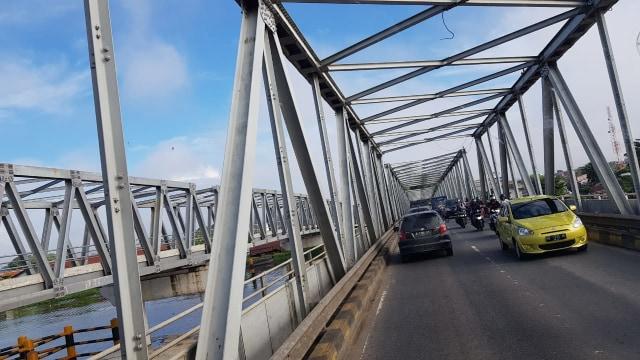 jembatan unik di Pontianak